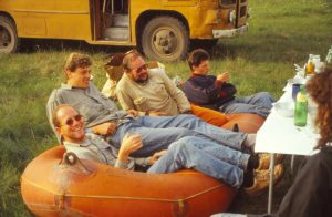 Дневной отдых перед ежедневными вечерними походами на болото, 1995 г.